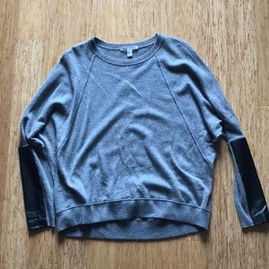 100% CASHMERE sweater with leather sleeve detail